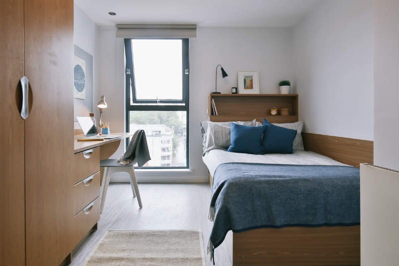 Gold_en_suite_at_iq_bristol_gal