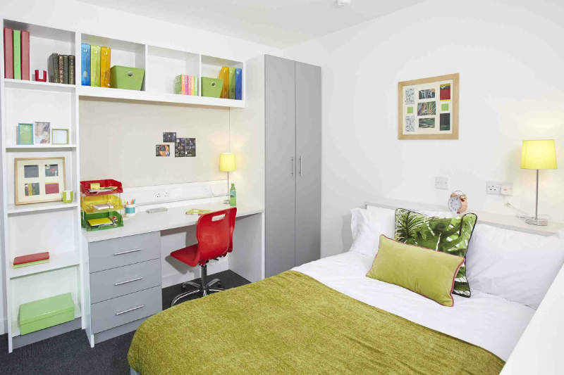 Bedroom_in_en_suite_rooms_at_iq_century_square_gal