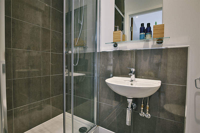 Iqfountainbridge_bathroom1_gallery