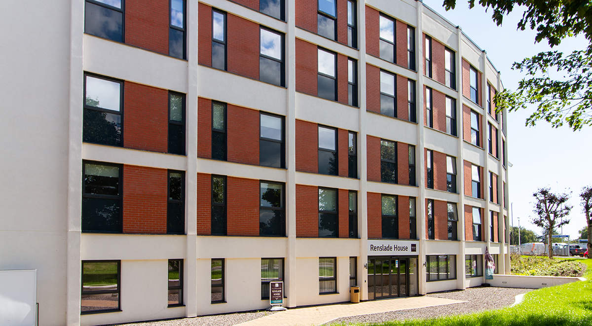 2-student-accommodation-exeter-renslade-house-exterior_(1)