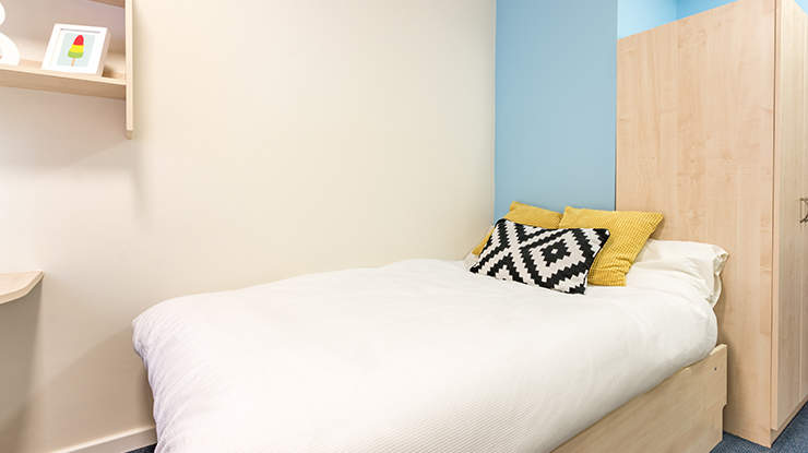 Unite-students-piccadilly-point-classic-ensuite-2