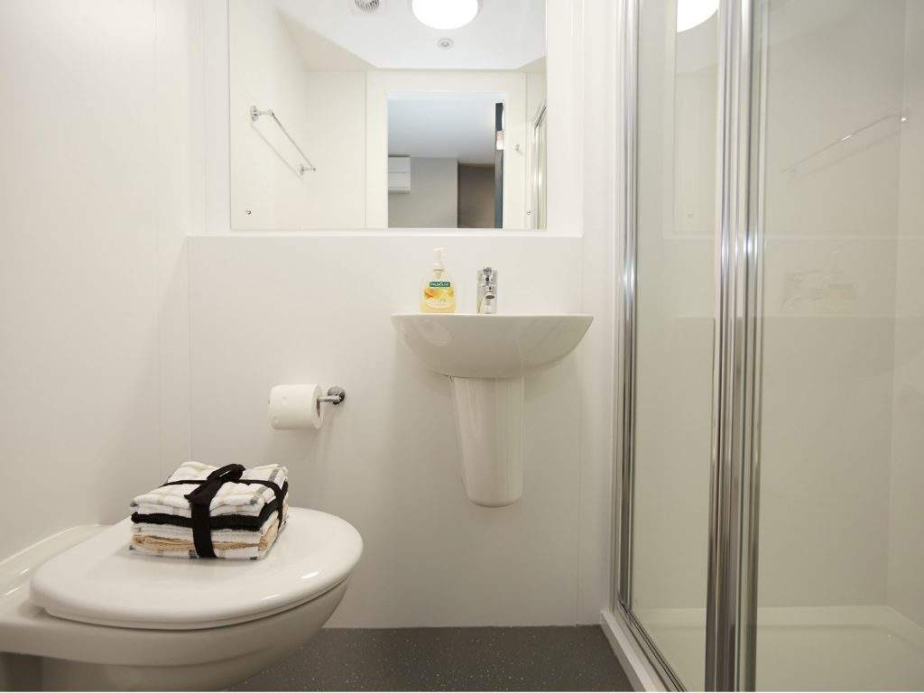 Riverside-quay-stirling-gallery-image-shower-room-1024x768-2