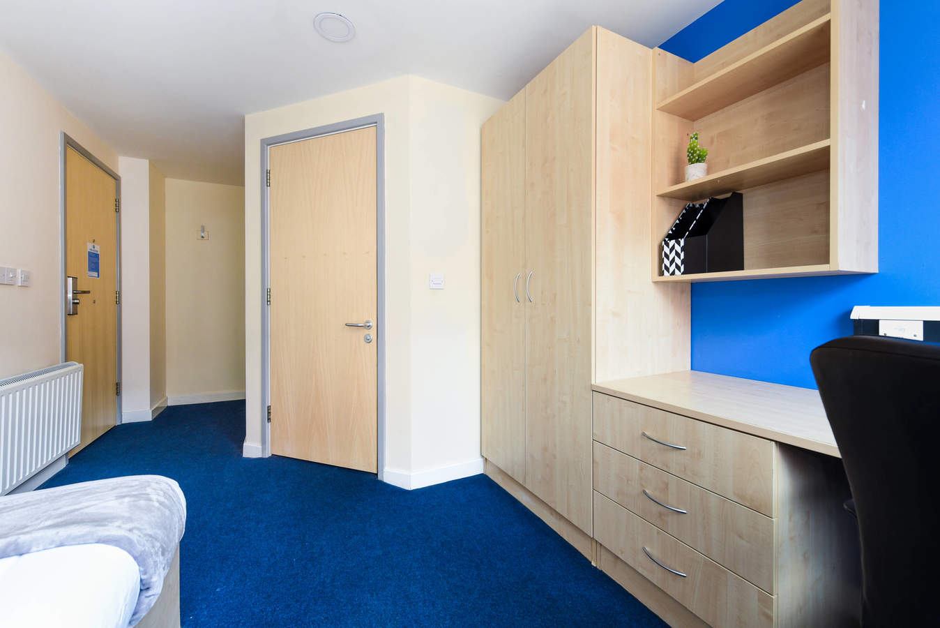 Sheffield_-_sheffield_3_-_ensuite_a-6_converted