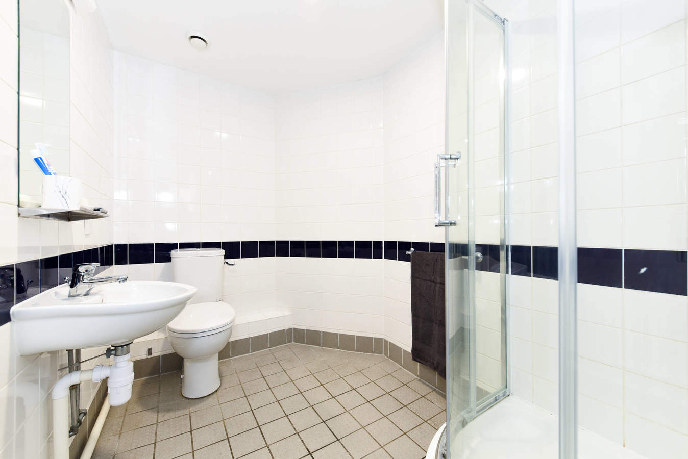 Sheffield_-_sheffield_3_-_ensuite_a-4_converted