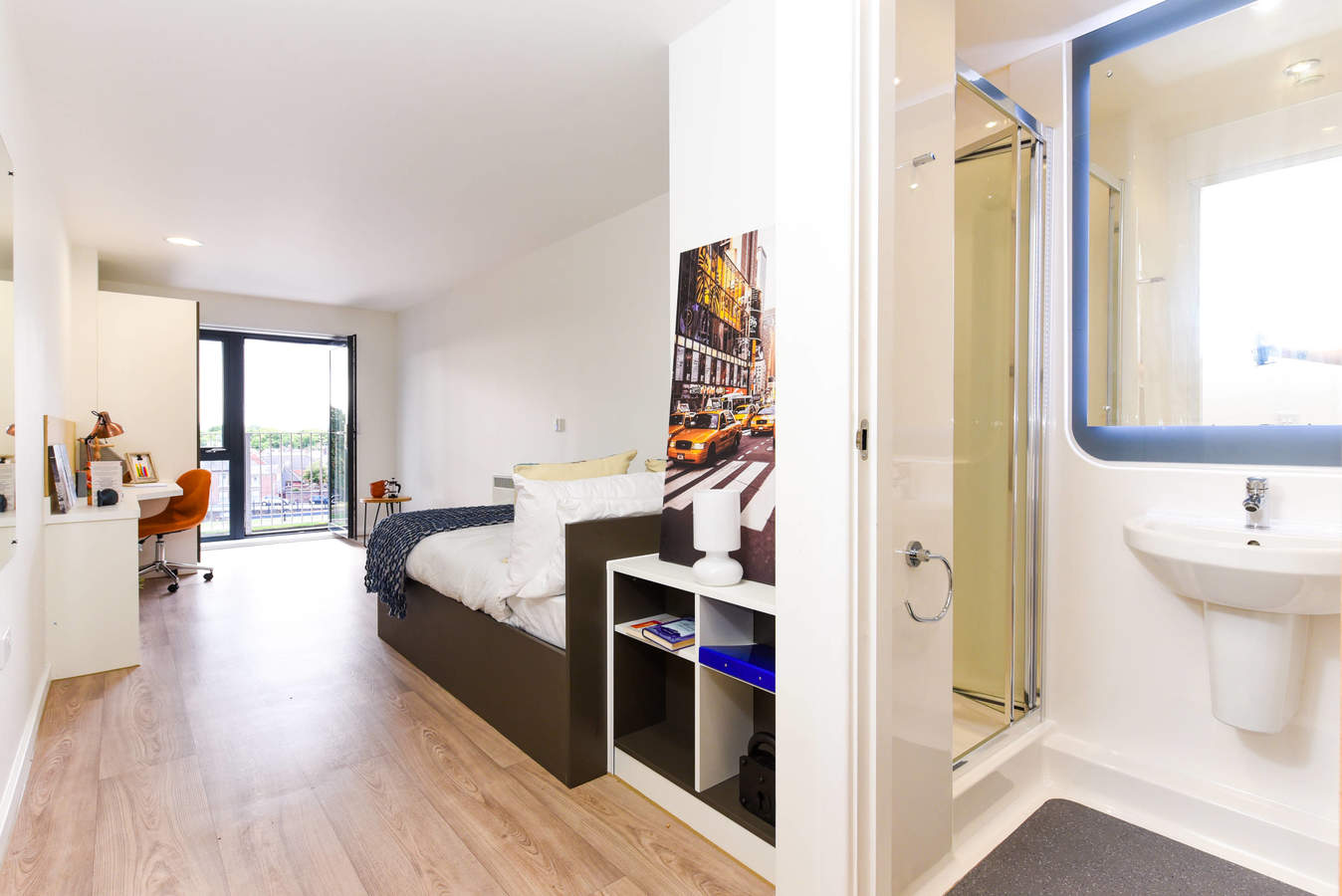 Chester_-_towpath_-_ensuite_balcony_converted