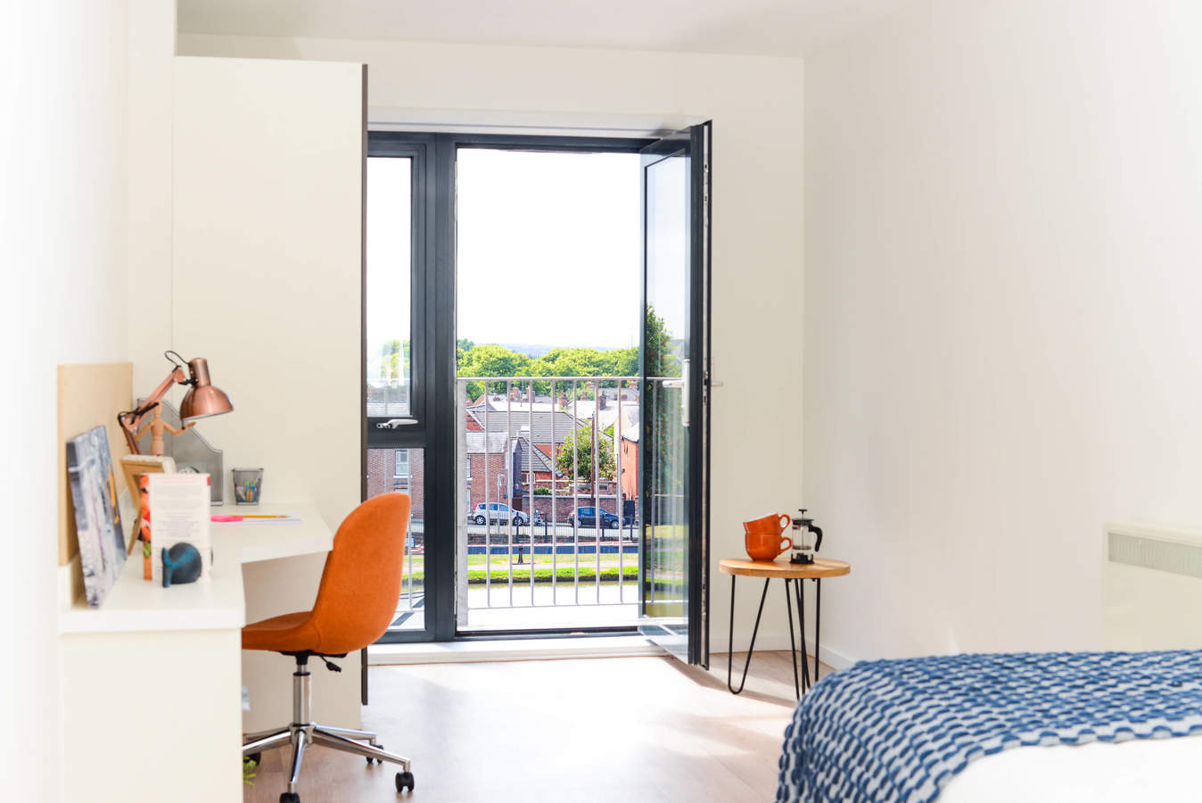 Chester_-_towpath_-_ensuite_balcony-5_converted