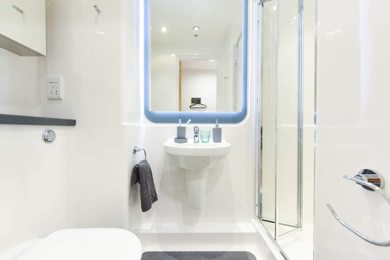 Chester_-_towpath_-_ensuite-7_converted