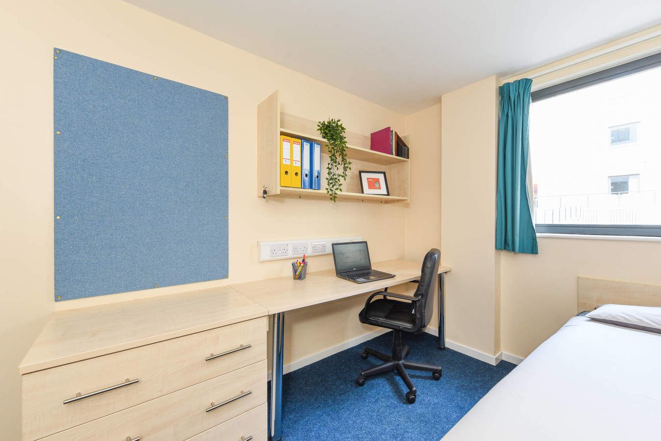 Nottingham_-_trinity_square_ensuite_1c-3_converted