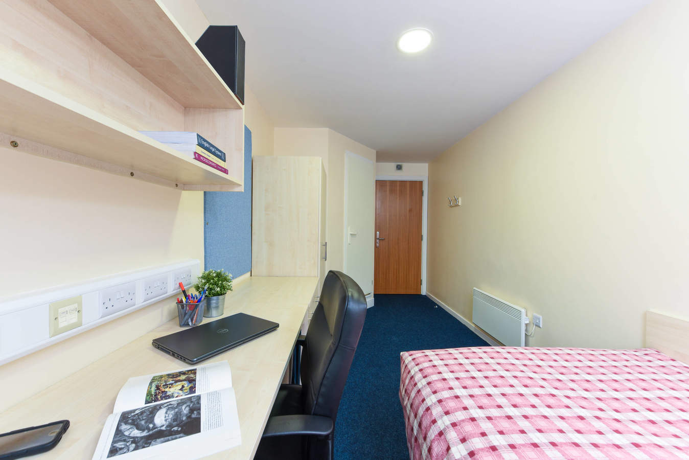 Nottingham_-_trinity_square_ensuite_9b-3_converted