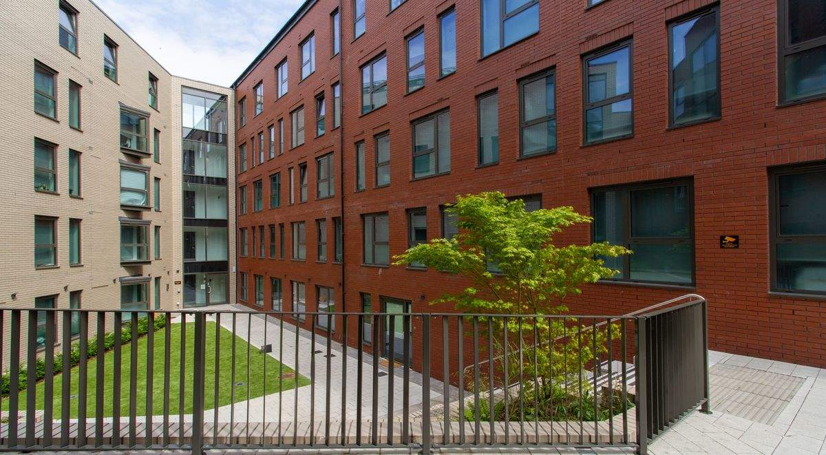 18-student-accommodation-steel-city-courtyard