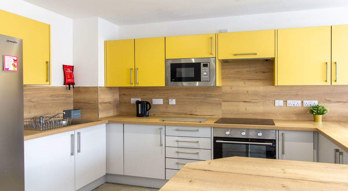 6-student-accommodation-dover-street-apartments-shared-kitchen