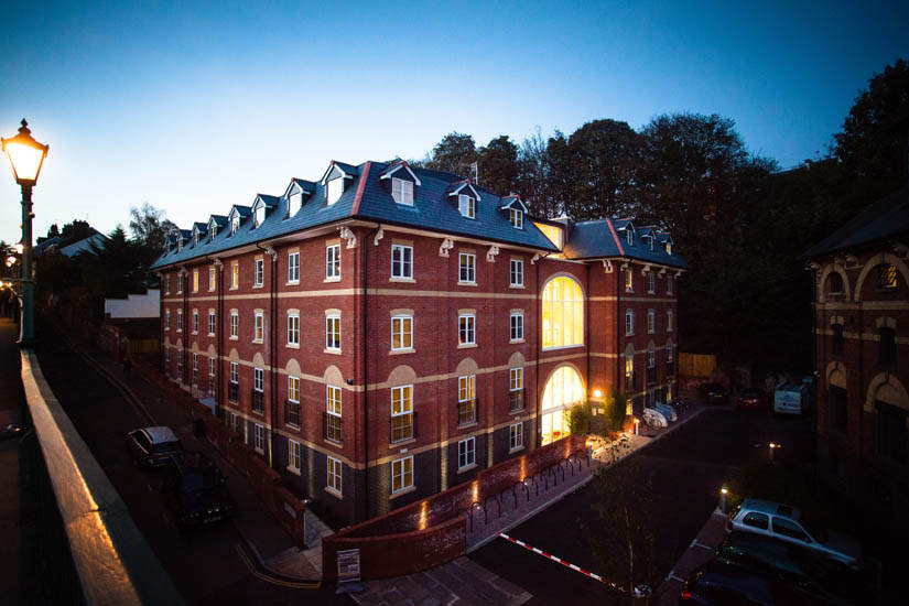 Exeter_student_accommodation_iron_bridge_studios_dusk_view