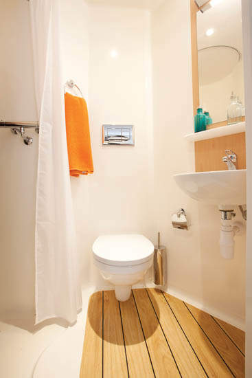 Exeter_student_accommodation_iron_bridge_studios_studio_ensuite_bathroom