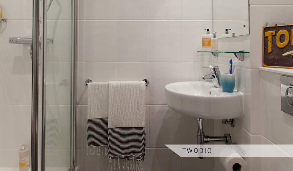 Twodio_toilet_and_shower_1