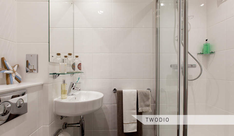 Twodio_toilet_and_shower_2