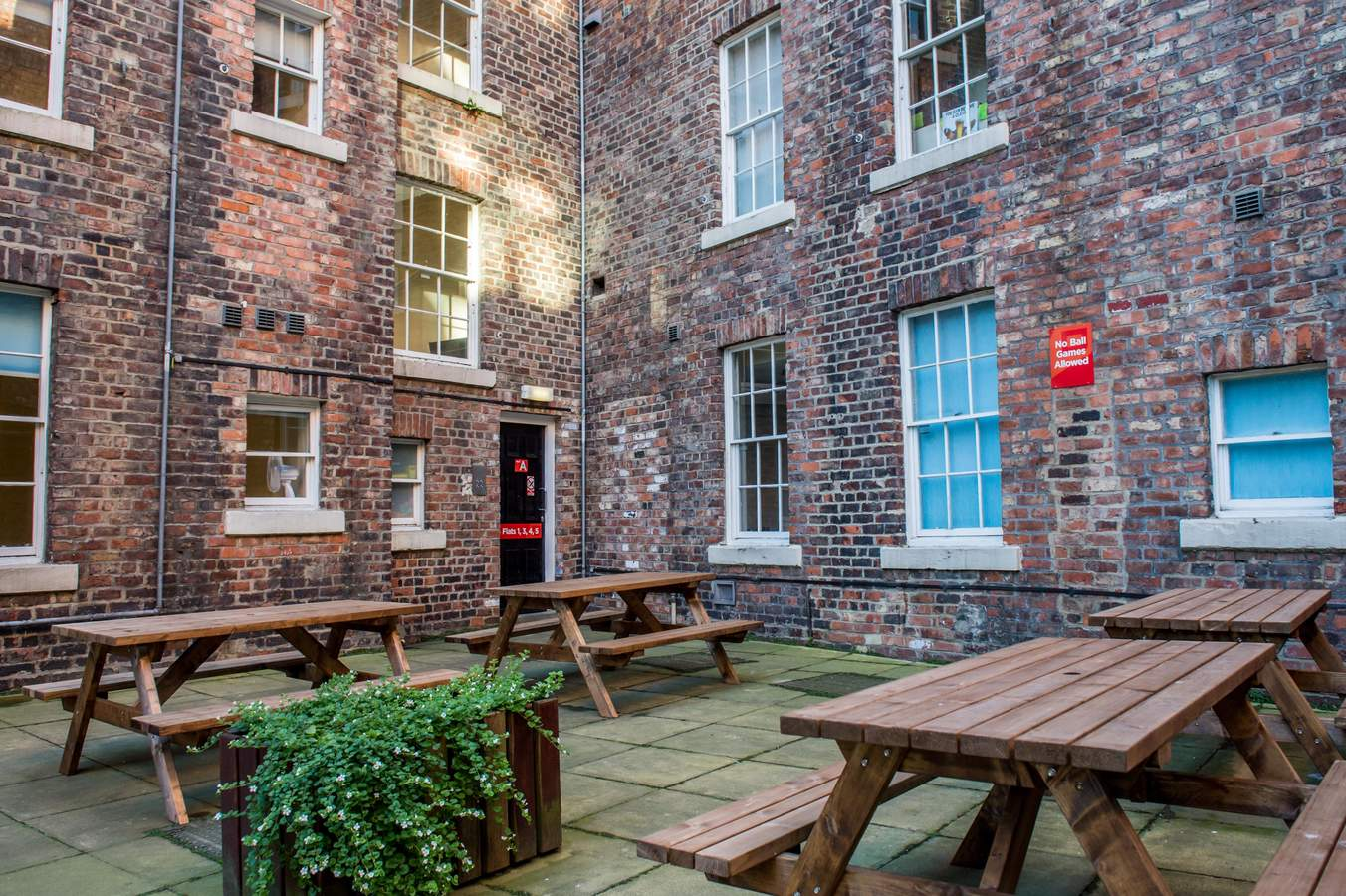 Garth_heads_-_courtyard_04_(low_res)