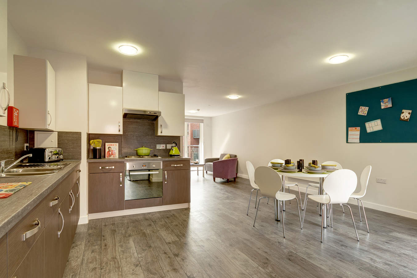 16-fresh-student-living-sheffield-cornerhouse-03-shared-flat-living-area-photo-07_web