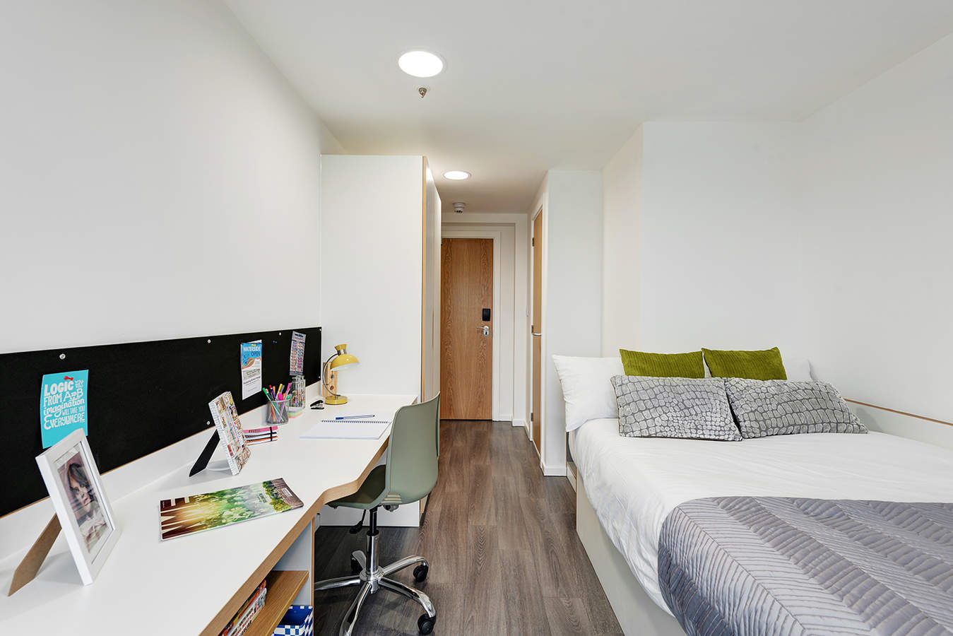 Fresh-student-living-liverpool-byrom-point-07-shared-flat-bedroom-photo-04__-_low_res