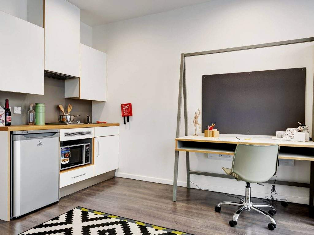 Fresh-student-living-glasgow-bridge-house-07-studio-photo-07-1024x768