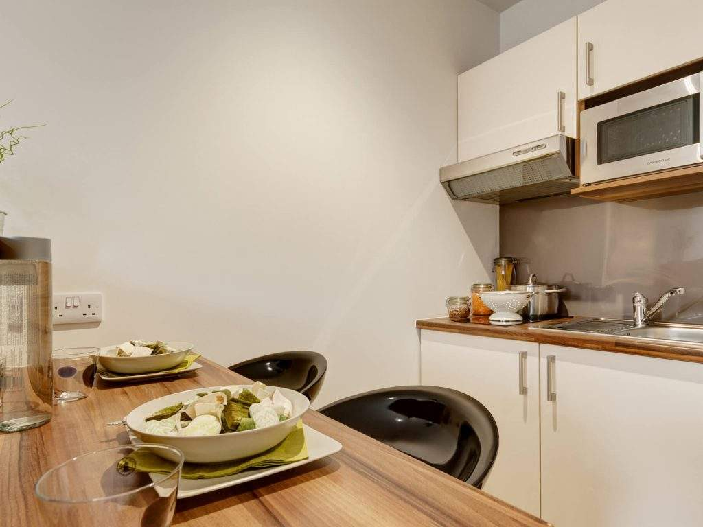 14-fresh-student-living-london-central-studios-ealing-03-studio-photo-04-1024x768