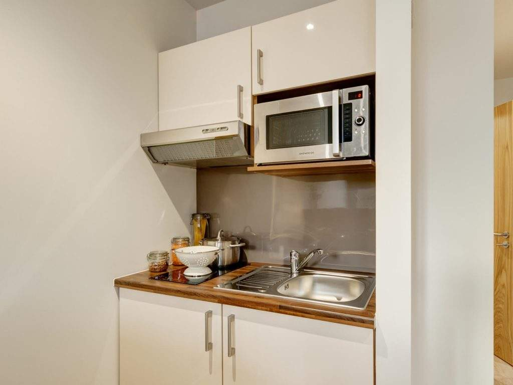 15-fresh-student-living-london-central-studios-ealing-03-studio-photo-05-1024x768