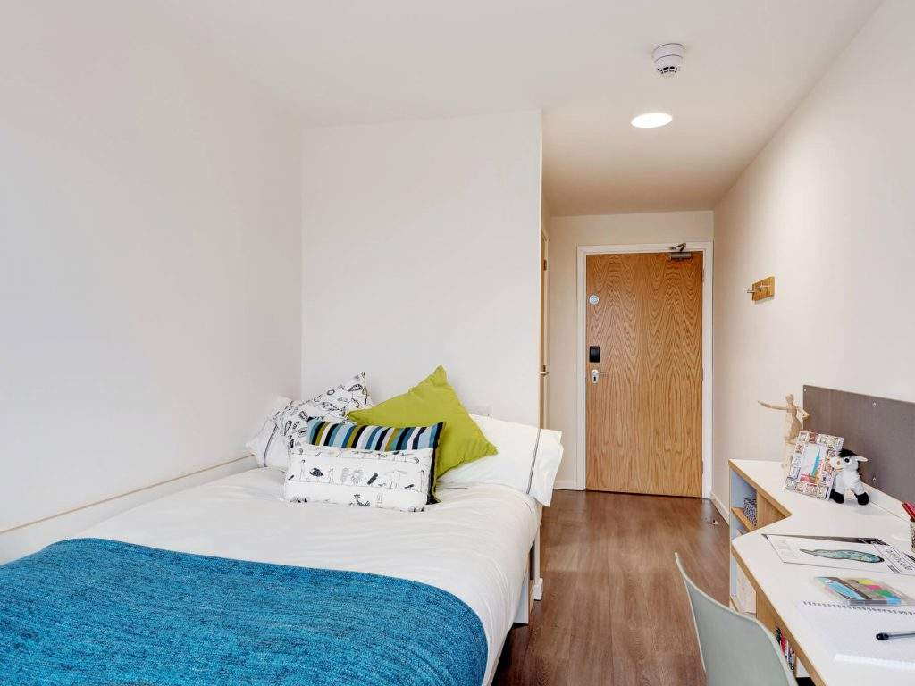 Fresh-student-living-glasgow-dunaskin-mill-06-shared-flat-bedroom-photo-05-1024x768