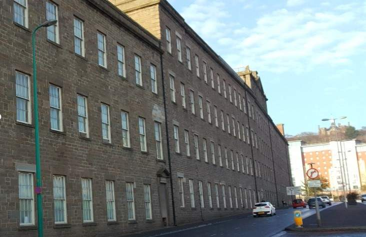 The-old-mill-dundee-exterior-view-unilodgers-1503062628